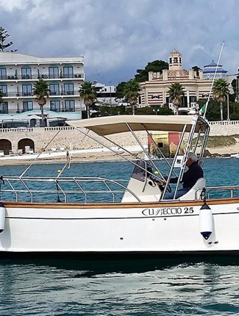 Exclusive boat tour with Giulia Libeccio 25